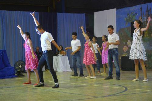 Veja fotos: com apresentações emocionantes, alunos encantam pais e amigos no encerramento das atividades do Creca em 2019