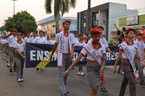 Instituições de ensino de Vilhena e Colorado participam do desfile cívico-militar