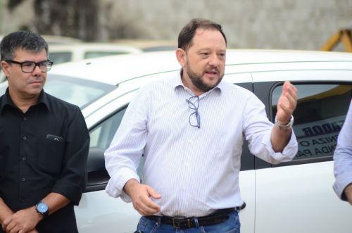 Retroescavadeira e Mobi são entregues à Prefeitura através de emenda do deputado federal Expedito Netto