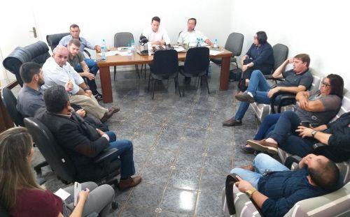 Presidente da Energisa esclarece dúvidas de vereadores e prefeito em reunião na Prefeitura