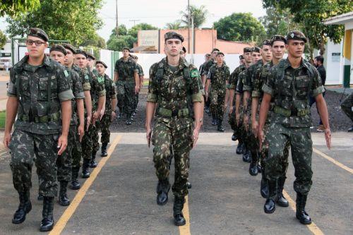 MILITARES se apresentaram ao General do Exército em cerimônia com presença do prefeito Eduardo