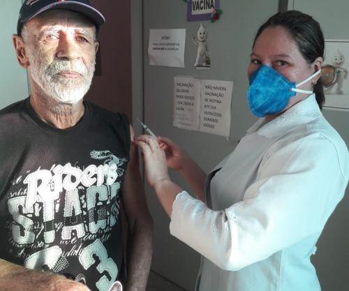 Vacinação contra três tipos de gripe começa em postos de saúde com regras de segurança: campanha vai até 16 de abril