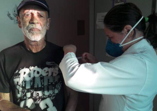 VACINAÇÃO CONTRA GRIPE protege idosos e profissionais da Saúde contra três tipos de gripe
