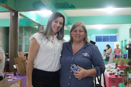 Professora Vivian anuncia bônus de R$ 550 a profissionais do magistério municipal