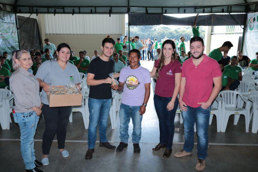 Guaranis através do Projeto Marias entregam artesanato ao Rio Bonito Embalagens