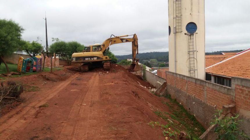 Muro entre Cmeis está sendo demolido para reconstrução