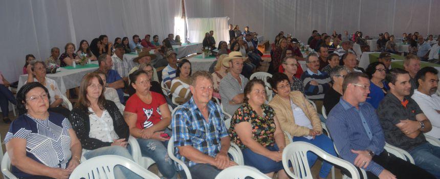 prefeitura reuniu servidores para almoço e homenagens