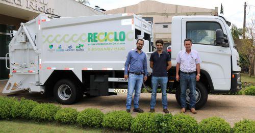 Caminhão equipado para coleta seletiva