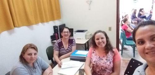 Reunião com pais e nutricionista na Escola João Miguel Maia busca promover a alimentação saudável entre as crianças