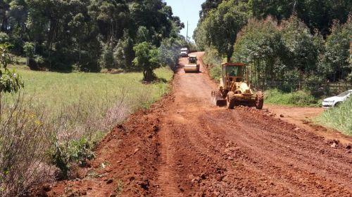 Trabalhos de obras nas estradas da saudade