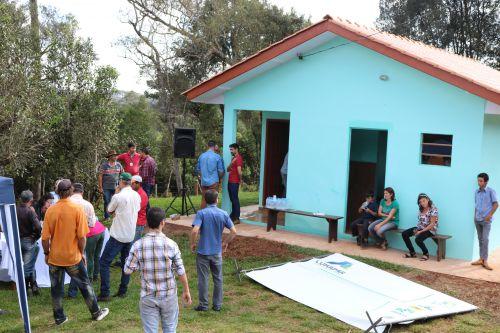 Famílias recebem novas moradias rurais