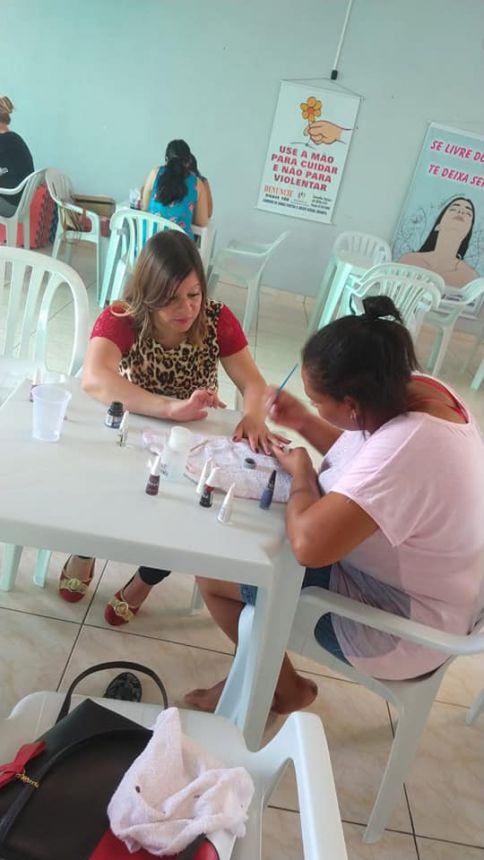 Assistência Social realiza Oficina dedicada ao manejo de apliques e dupla coloração