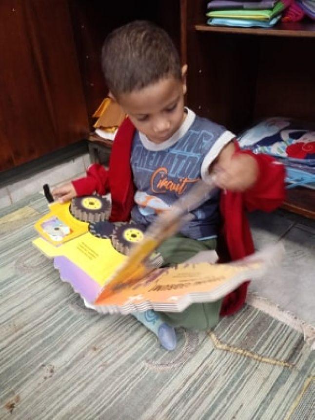 INSTITUIÇÕES DE EDUCAÇÃO DE CÂNDIDO DE ABREU RECEBEM LITERATURA INFANTIL