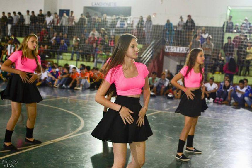 Grupo de Dança Attitude na abertura da fase regional dos 63º jogos escolares do Paraná