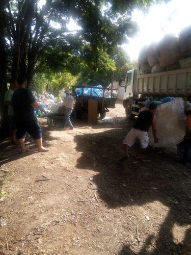 Destinação final ambientalmente adequada de entulho de lixo acumulado irregularmente