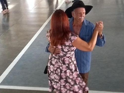Baile da terceira idade em homenagem ao dia dos pais