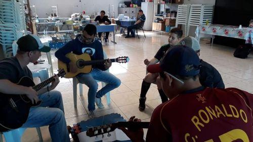 Assistência Social realiza oficina de musicalização para crianças e adolescentes