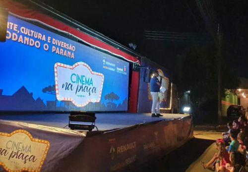Cinema na praça foi um sucesso em Cândido de Abreu