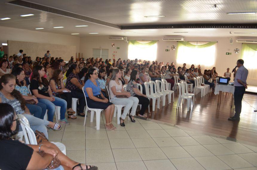 Educação abre ano letivo com capacitação aos profissionais da área