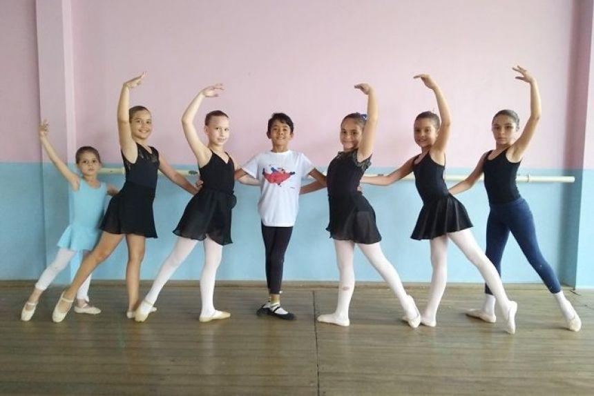 Inscrições para o ballet municipal estão abertas na SEMEC