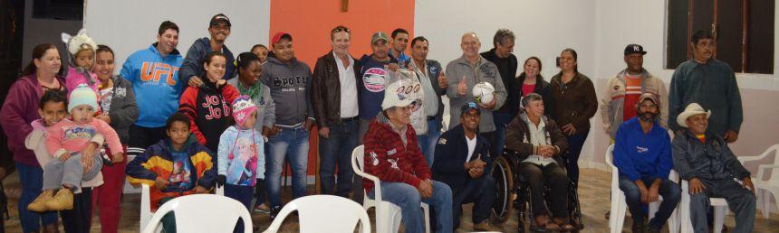 Olívio Bálico elege nova diretoria e município anuncia iluminação do campo de futebol