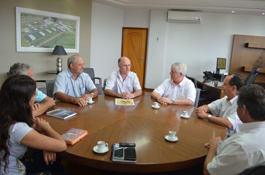 Município realiza reunião com Copacol para apresentar projeto de recuperação de estradas rurais