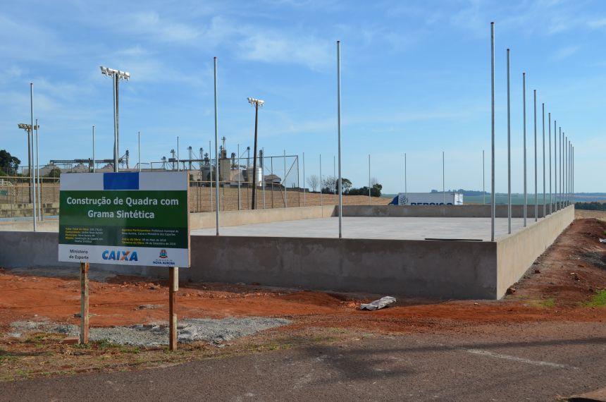 Construção de quadra sintética avança em Nova Aurora