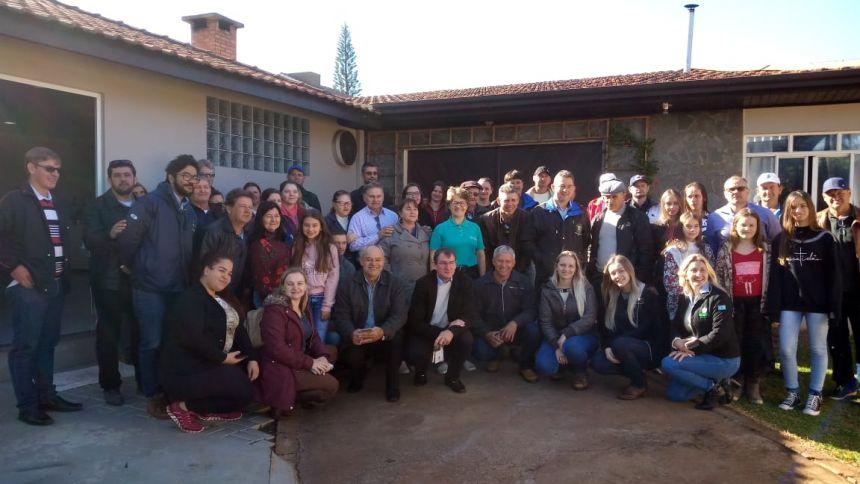 Produtores e lideranças de Planalto visitam agroindústrias de Nova Aurora