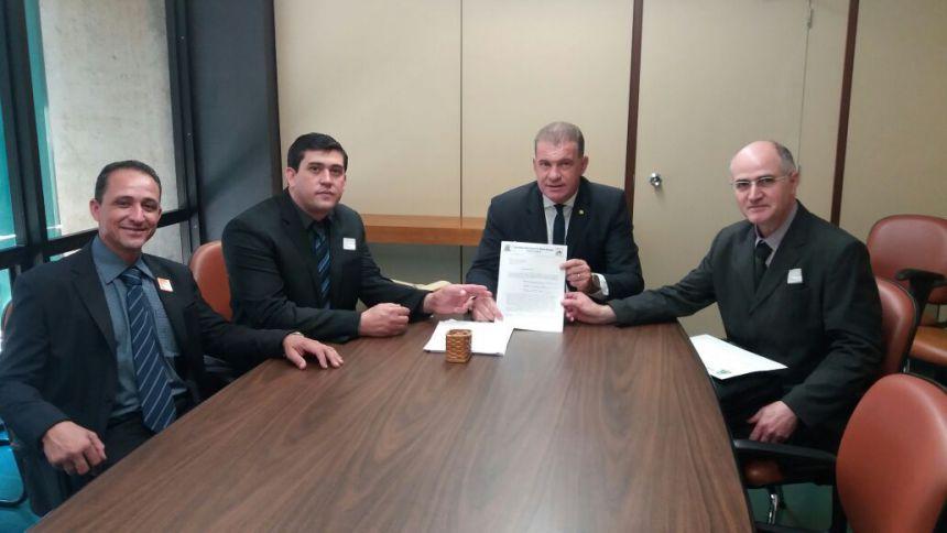 Deputado Roman recebe prefeito Pedro, vereador Marajó e secretário Audrey no gabinete em Brasília