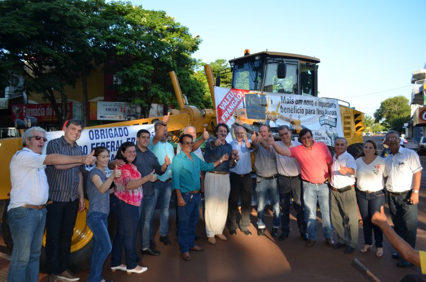 FRANGÃO REPASSA MOTONIVELADORA NO VALOR DE R$ 415 MIL PARA NOVA AURORA