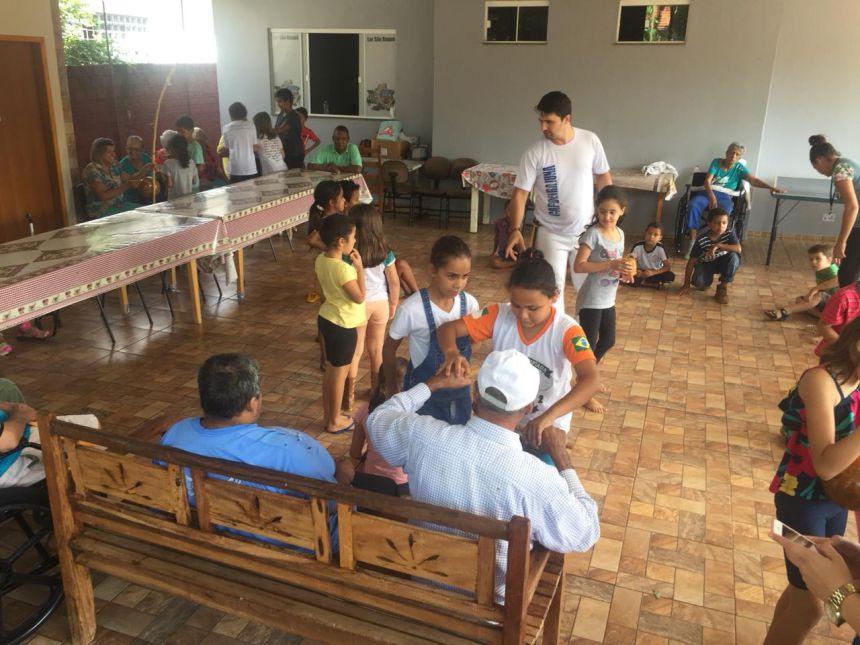 CRAS realiza tarde de atividades no Lar São Roque