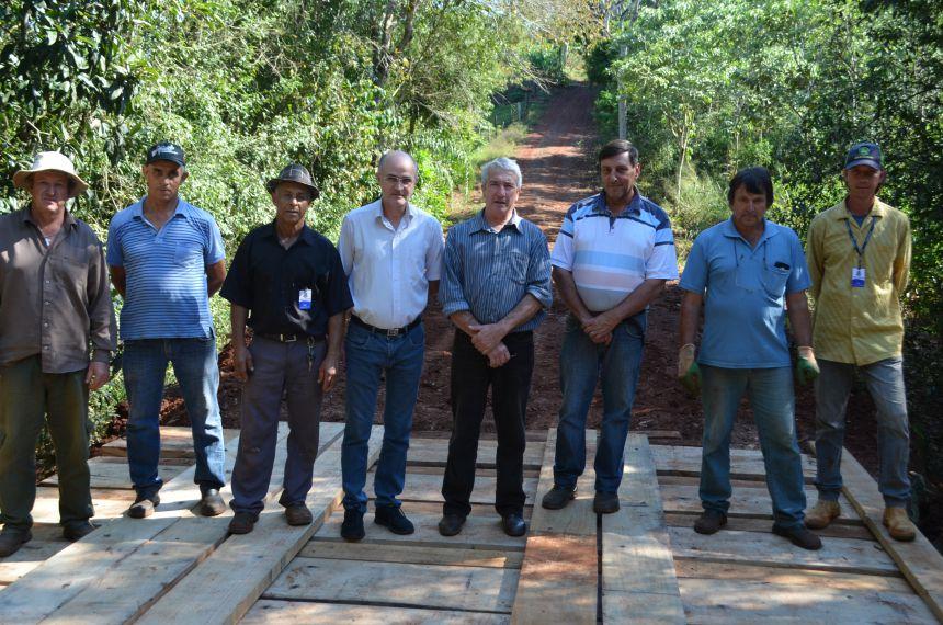 Município entrega ponte à moradores das comunidades Alto Alegre e Padre Feijó