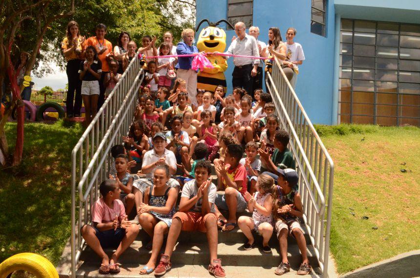 Projeto Piá inaugura parquinho de pneus para diversão das crianças