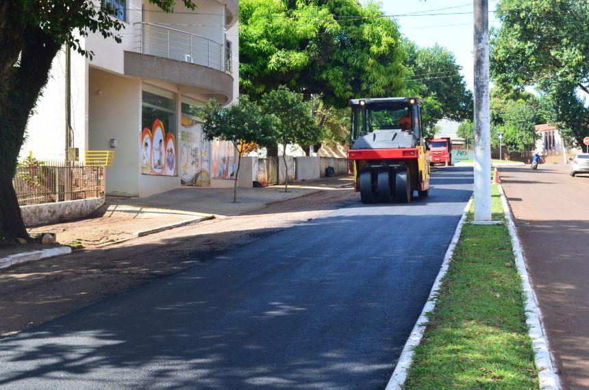 Prefeitura de Nova Aurora inicia recape asfáltico em ruas do município