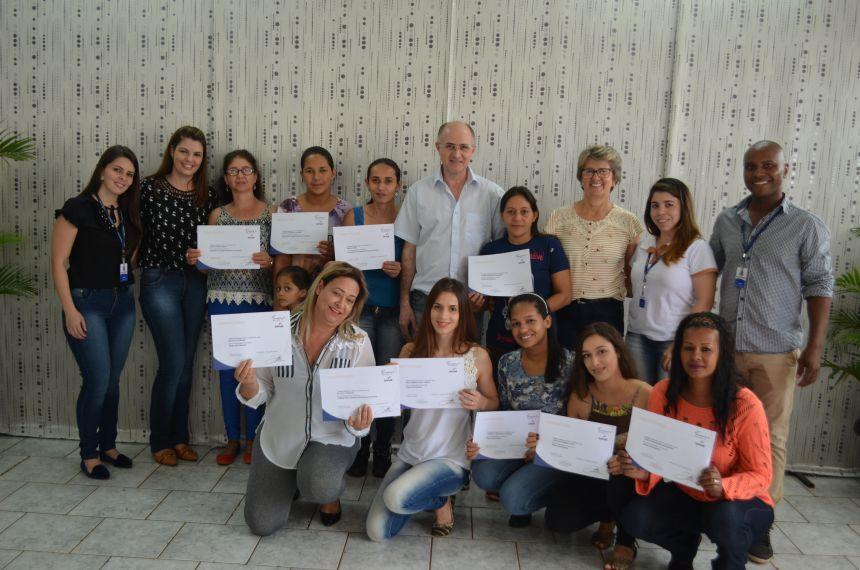 Assistência Social realiza encerramento de cursos com entrega de certificados