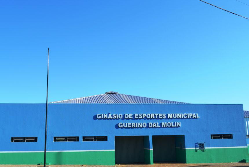 Administração Municipal entrega reforma e ampliação do ginásio de esportes à população de Nova Aurora