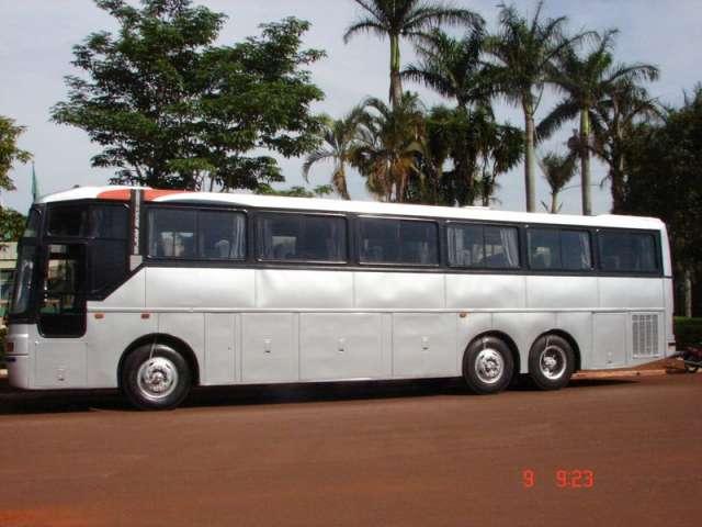 Prefeitura recebe ônibus que vai atender os universitários