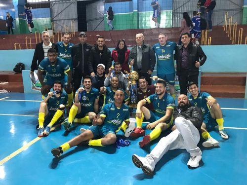 Ambrosio Rev Gramado / Mercado Fávero foi o grande campeão do 5º municipal de futsal