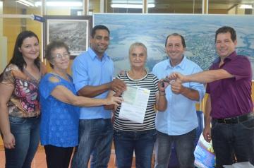 Prefeito entrega prêmios da Campanha Cidadão Bom de Nota