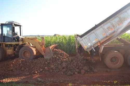 Secretaria segue com trabalho de cascalhamento e recuperação das estradas municipais