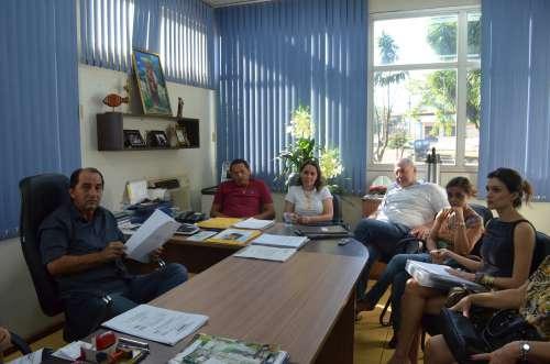 """Prefeito """"Pecinha"""" reuniu-se com representantes do Sindicato dos Servidores"""