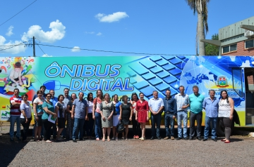 Secretária Estadual Clecy Amadori visita Nova Aurora para conhecer Ônibus Digital