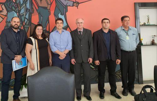 Prefeito Pedro e vereadores solicitam junto a SEAB e ao DER recursos para pavimentação da PR 574 entre Nova Aurora à Cafelândia