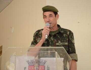 Jovens de Nova Aurora participam de cerimônia de dispensa militar
