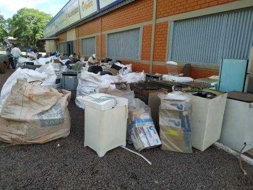 Nova Aurora recolhe 28 bags de lixo eletrônico na última ação do ano de 2019