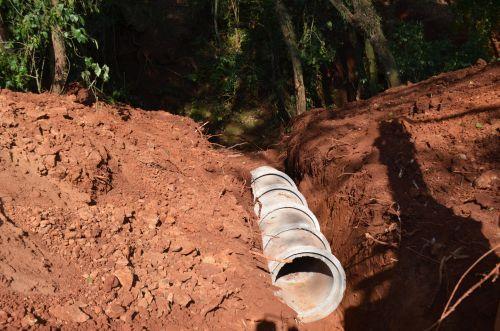 Município inicia galeria água para captação de água pluvial na Rua Cascavel