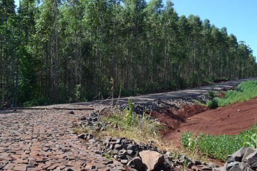 Calçamento poliédrico na estrada da UPA chega a marca dos 4 km concluídos