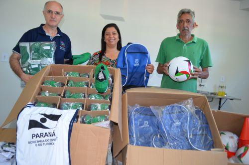 Nova Aurora recebe kit de material esportivo do Estado