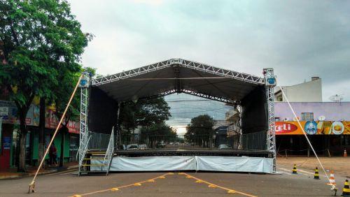 """Show da Virada e sorteio do"""" Bom de Nota """" marcam o fim de ano de Nova Aurora"""