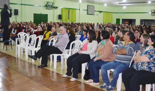Palestra em homenagem ao funcionalismo público reúne 500 funcionários
